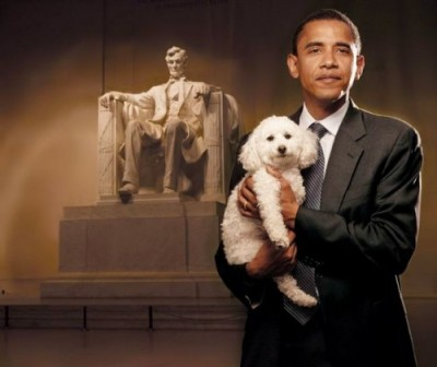 obama-with-dog-in-front-of-lincoln-memorial-500x421