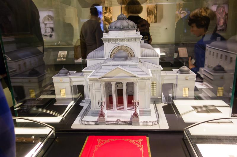 Warsaw's great synagog (now destroyed)
